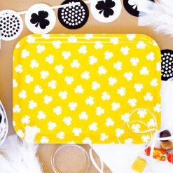 Liten bricka gul med klöver
