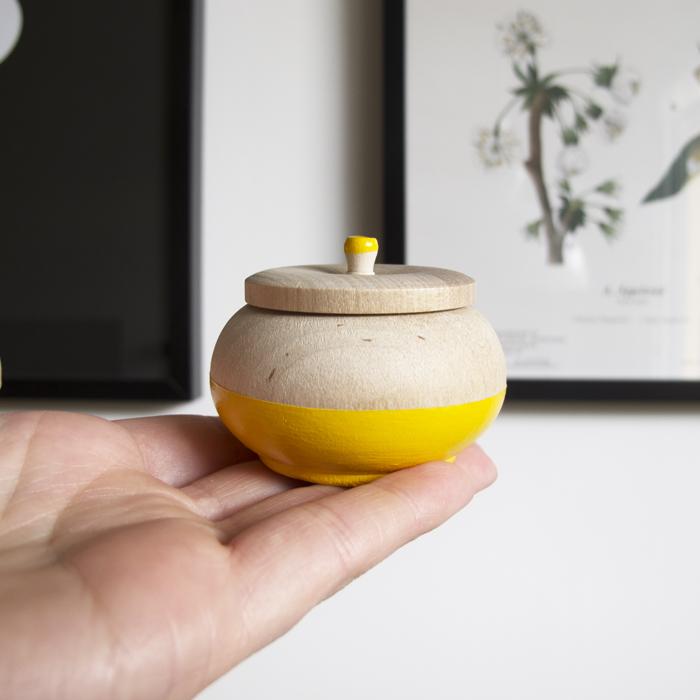 Smyckesask i trä gul