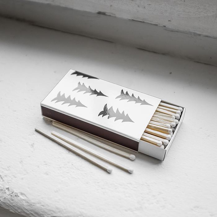 Tändsticksask med långa tändstickor och mönster Gran av Elisabeth Dunker för Fine Little Day