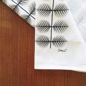 Kökshandduk med mönster Berså i grått av Stig Lindberg från Gustavsberg