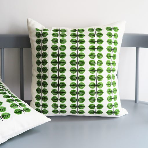 Kuddfodral med mönster av Stig Lindberg Berså från Gustavsberg