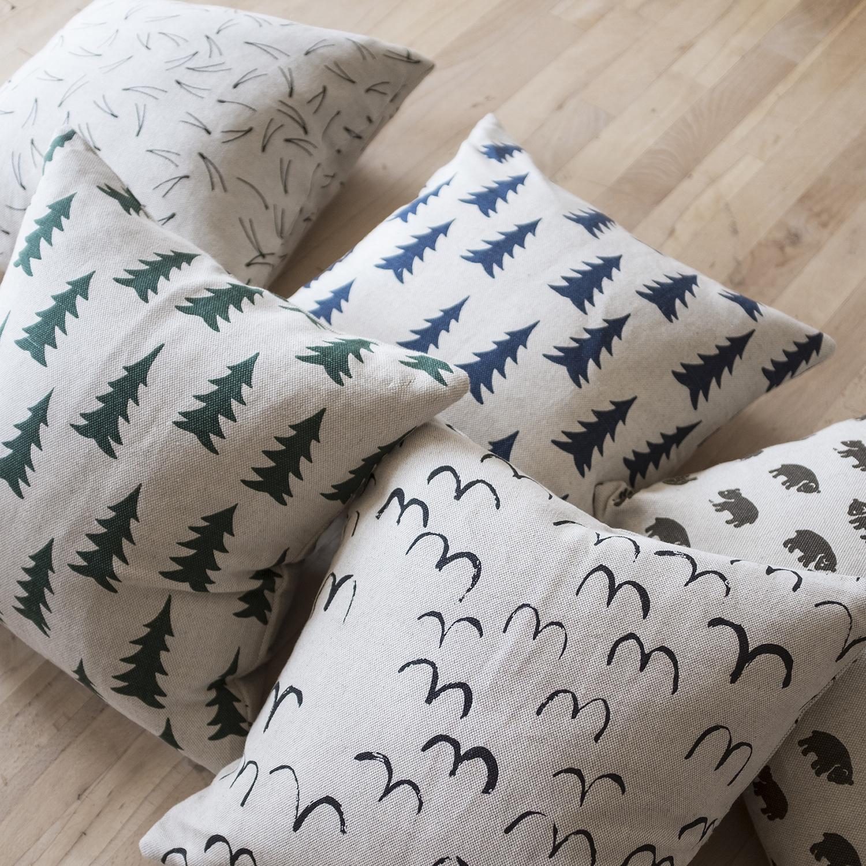 Kuddfodral Gran mörkblå linne från Fine Little Day