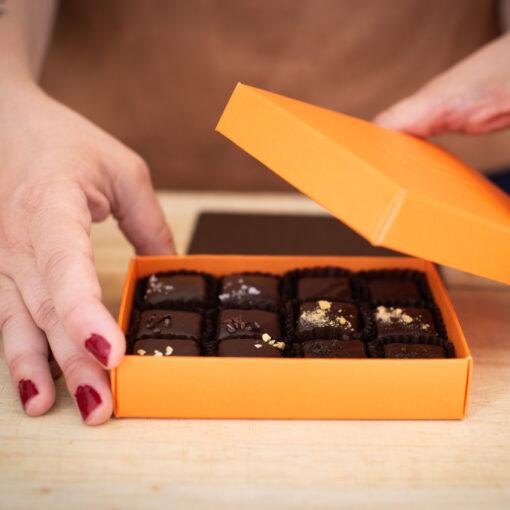 Kola doppad i choklad från Pärlans Konfektyr