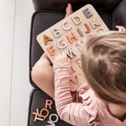 Pussel ABC i trä från Kids Concept