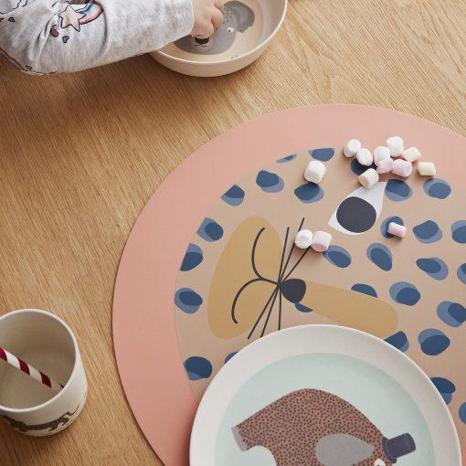 Bordsunderlägg i silikon leopard från OYOY