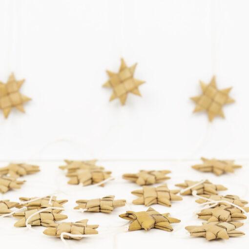 Girland med stjärnor av palmblad Stars on a string från Afroart