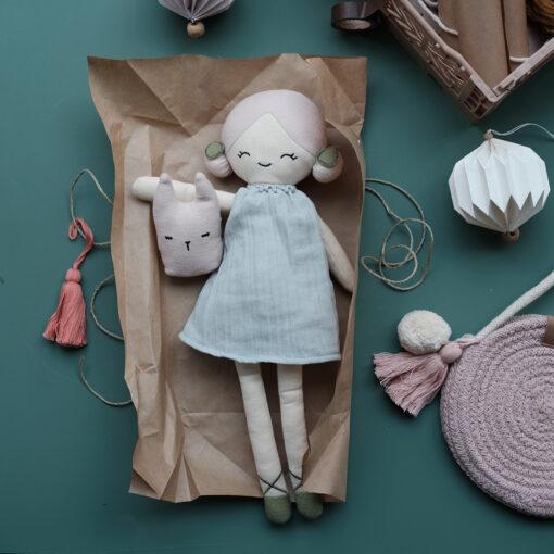 Docka i ekologisk bomull och majsfiber Big doll Apple från Fabelab