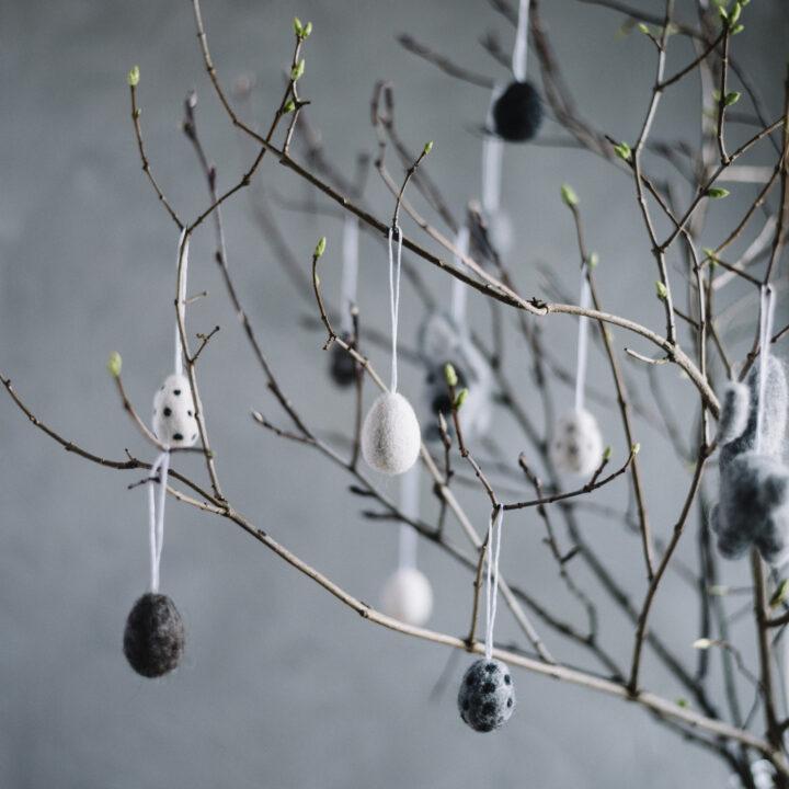 Påskhängen Ägg i tovad ull från Afroart