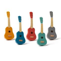 Barngitarr i trä. Lekgitarr från Kids Concept.