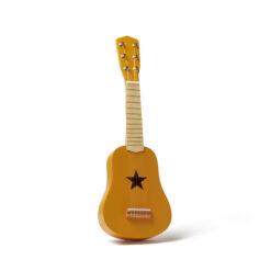 Barngitarr i trä. Lekgitarr gul från Kids Concept.