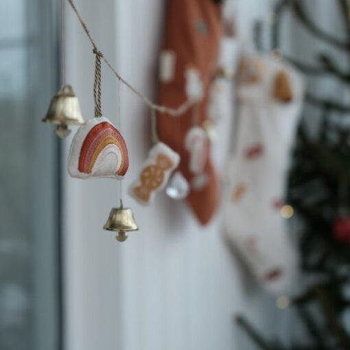 Julhängen med regnbåge i ekologisk bomull från Fabelab