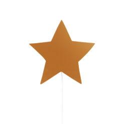 Vägglampa till barnrum i trä, barnlampa Stjärna senapsgul från Ferm Living