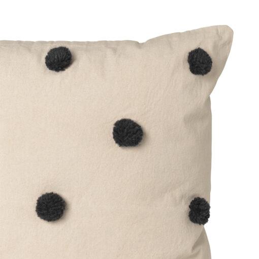 Prickig kudde Dot från Ferm Living
