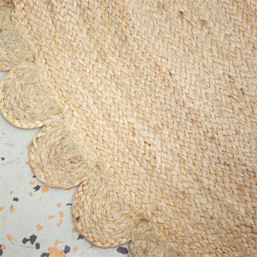 Rund matta i jute med vågig kant Flower från Afroart